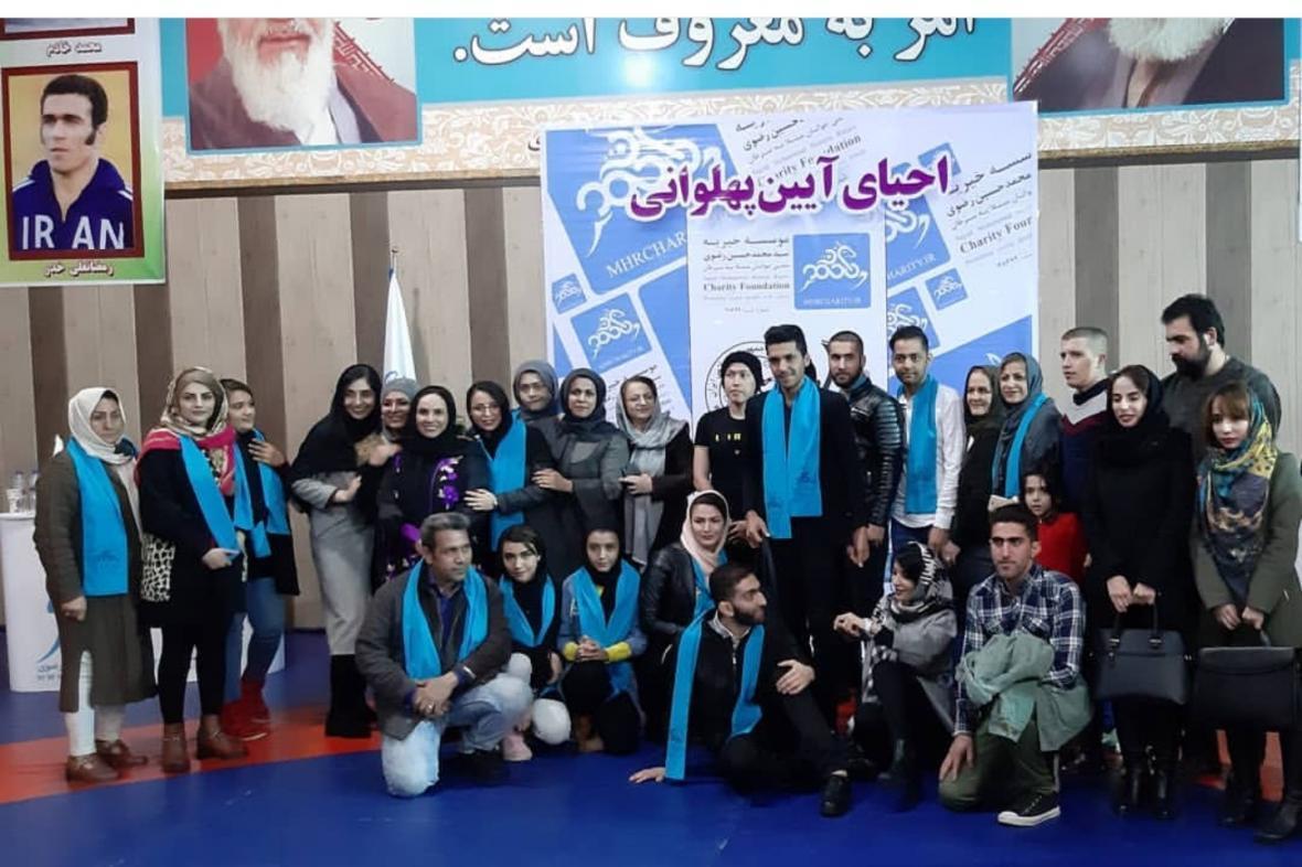هادی: حمایت از بیماران وظیفه انسانی است، حسین خانی: مبارزه با سرطان کمتر از قهرمانی نیست