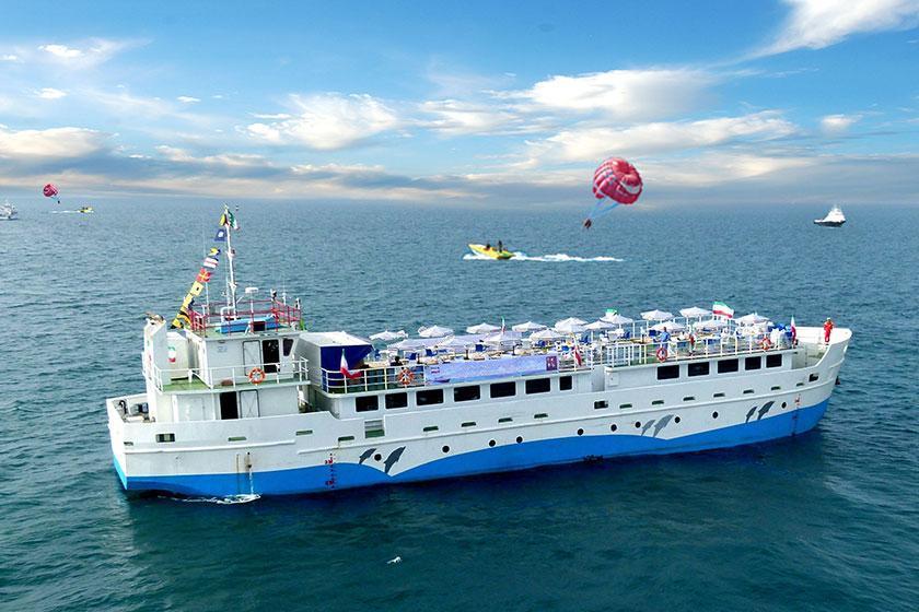 نخستین کشتی اقیانوس پیمای کروز در قشم پهلو گرفت