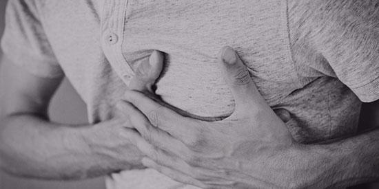 یک ماه قبل از حمله قلبی، بدن این علائم را نشان می دهد