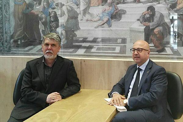 غرفه کشور ایتالیا در نمایشگاه کتاب تهران شروع به کار کرد
