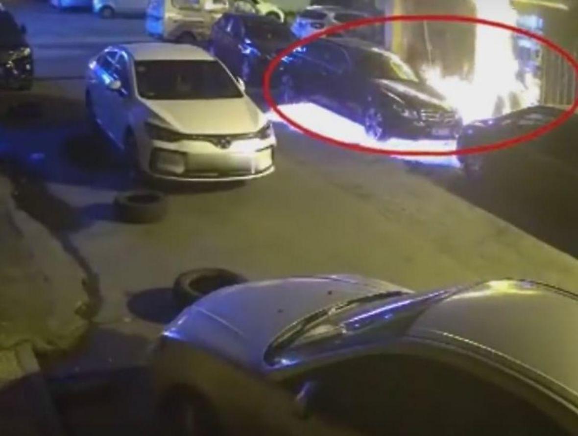 در نتیجه کشتن سوسک، 3 خودرو به آتش کشیده شد