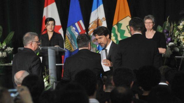 مراسم 2300 نفری یادبود کشته شدگان هواپیمای اوکراینی در کانادا (