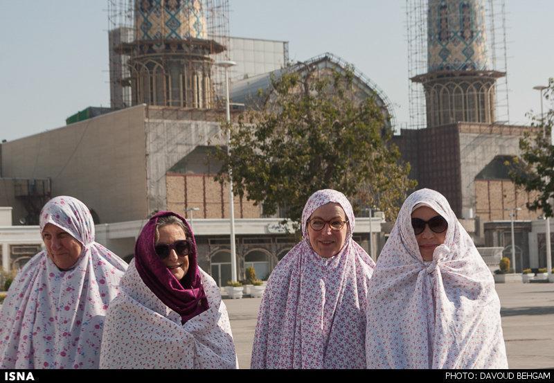 علاقه گردشگران خارجی به حرم امام رضا (ع)