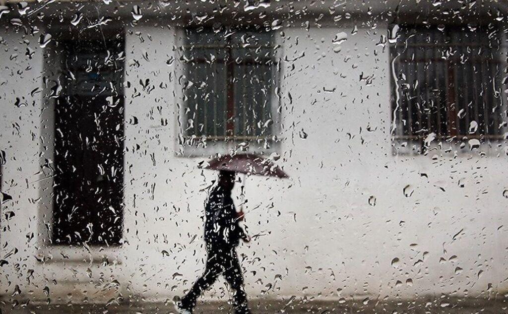 خبرنگاران بارش رگباری باران در خراسان رضوی شروع شد