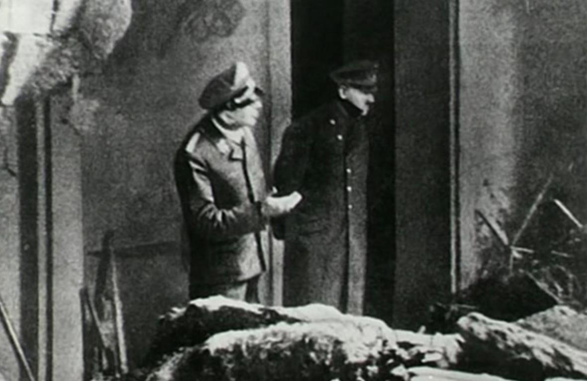 ماجرای دیدار همسر رضاشاه با هیتلر ، هیتلر: معذرت می خواهم؛ پیشوای آلمان مثل شاه ایران ثروتمند نیست