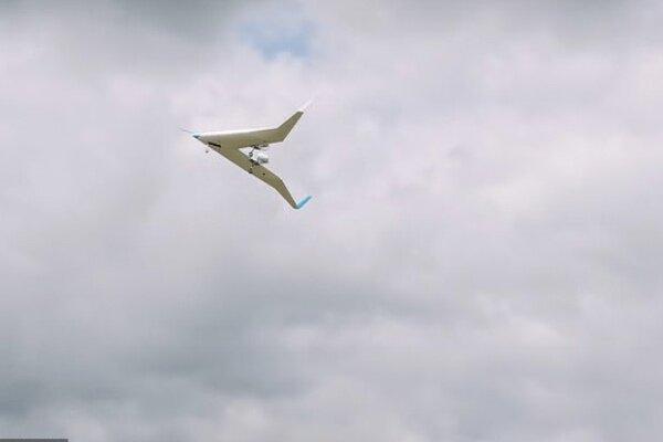 هواپیمای وی شکل در آسمان پرواز کرد