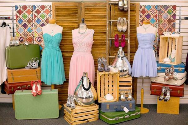 مرکز وسایل بی نام و نشان: فروشگاه چمدان های گمشده